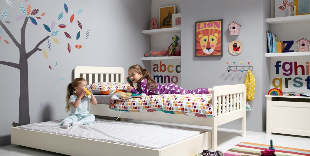 bay_furniture_girls_trundle_bed_with_models