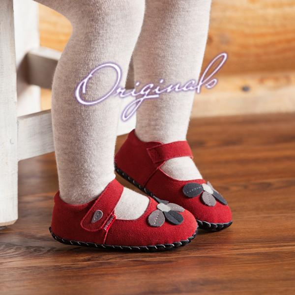 2aad5dc10970 Akkor a pediped™Originals cipőcskéket ajánljuk, melyek annyira puhák és  finomak, hogy szinte olyan, mintha szabadon, mezítláb tennék meg az első  lépéseket a ...